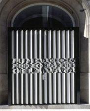 puerta sede de la Fundación Barrié de Vigo