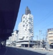 Torre Nagakin de Kisho Kurokawa